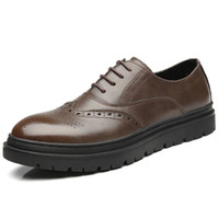 zapatos planos puntiagudos marrones al por mayor-Hombres zapatos de bueyes zapatos de vestir para hombres zapatos de trabajo de punta estrecha en negro marrón zapatos de traje de hombre de negocios zapatos casuales de oficina para hombre zy219