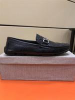 homens sapatos de lazer preço venda por atacado-preço de atacado Homens Moda deslizamento em Lazer sapatos rasos masculino clássico de couro reais Loafers Driving Business Casual Shoes