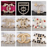 broches de diamante venda por atacado-2019 novo designer broche de cristal de diamante abelha pinos broches designer de luxo liga de zinco strass moda feminina broche