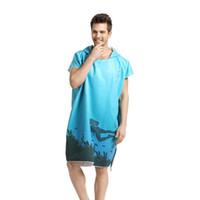 traje toalla de hombre al por mayor-Impresión Cambio de ropa Robe Toalla de baño Natación al aire libre Surf con capucha Toalla de playa Poncho Mover hombres Mujeres Hombre Albornoz Toallas