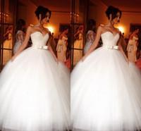 vestido de lazo con lazo atrás al por mayor-Vestidos de novia de tul de cristal brillante Vestido de fiesta Barato Novio Tul Plisado Cinta Arcos Tren de la corte Corsé Volver Boda Vestidos de novia