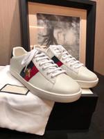 las mejores marcas de zapatos de diseño al por mayor-2019 Diseñador de lujo Hombres Mujeres Zapatillas de deporte Zapatos casuales Low Top Italy Brand Ace Bee Stripes Zapato Zapatillas deportivas Chaussures Pour Hommes