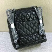 mochilas al por mayor-Diseñador-Moda Mujeres Mochila de piel de cordero Carta del diseñador Enrejado de diamante Los bolsos escolares tienen cadenas Bolsos escolares Monedero