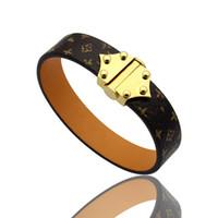 brazaletes de oro para mujeres al por mayor-Pulsera con letra L Nuevo estilo Pulseras de cuero genuino de acero titanium con diseño en forma de V de oro para las mujeres estampado de flores pulsera pulsera del encanto