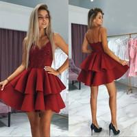 eve dönüş için kısa kırmızı elbiseler toptan satış-Pırıltılı Koyu Kırmızı Pullu Dantel Üst Mezuniyet Elbiseleri 2020 Backless Kısa Kokteyl Elbise Mini Balo Elbiseleri