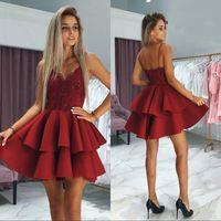 короткое красное мини-платье оптовых-Sparkly Темно-красный Блестки Кружева Топ Homecoming платья 2020 Backless Короткие Мини-платье для коктейля Выпускные платья