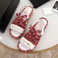 halat ayakkabıları toptan satış-Moda lüks tasarımcı bayan klasik ayakkabı yaz Plaj düz sandalet Renk eşleştirme yüksek kalite of kenevir halat Ahşap alt sandalet