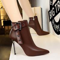 i̇ngiliz stili sivri parmak çizmeleri toptan satış-Tasarımcı Lüks Kadın Stiletto Ayak Bileği Çizmeler Yan fermuar Toka Askı Martin Çizmeler İngiliz Tarzı Yan fermuar Sivri Burun Moda Şövalye Çizmeler