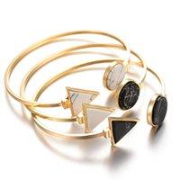 schwarzes gold dreieck armband großhandel-Öffnen Sie Metallarmband-Art- und Weisegoldfarbeschwarzes weißes geometrisches Dreieck-Stulpe-Punkarmband-Armband-Pulseras
