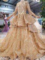 spray vintage venda por atacado-Luxuoso Spray de Bola de Ouro Vestidos de Noiva Ilusão Corpete Beading Beads Colher Mangas Compridas Em Camadas de Vestidos De Noiva Vestidos