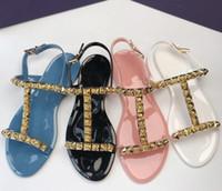 sandalias de tacones de playa al por mayor-Mujer Sandalias de verano Remaches Chanclas Sandalias de playa Femininas Tacón plano Gelatina Los diseñadores tienen un logotipo Sandalias Negro / blanco / Rosa / azul