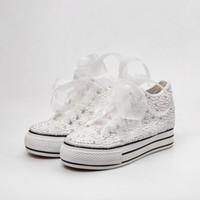 zapatos de boda al por mayor-Zapatos de boda de país Mujeres Cristales hechos a mano Perlas Zapatillas de deporte Zapatos nupciales Lona plimsoll bridesmaid Zapatillas de deporte por encargo