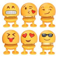 carro livre de sol com frete grátis venda por atacado-Sorriso bonito boneca Car Ornamento Emoji Balançando Ornamento principal Car Automobile Interior Painel Decoração ABS Engraçado Dolls Smiley