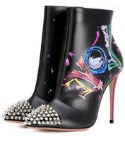 peindre les chaussures en cuir talons achat en gros de-Automne Nouvelles Femmes Noir Blanc Peint En Cuir Graffiti En Cuir Talons Hauts Sexy Bout Pointu Rivets Bottines Bottes De Bal De Parti