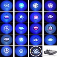 iluminación de la sombra del laser de la puerta del coche al por mayor-Batería LED de coche Weclome Luz de puerta 3D Lámpara de proyector láser Auto Marcas de automóviles Logotipo Sombra Luz Decoración Bombilla de iluminación