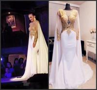 ingrosso tappeto d'oro per prom-2019 New Elegant Arabo Appliques in rilievo oro Prom Dresses Manica lunga con mantello Backless abiti da sera formale Kftan Red Carpet Party Dress