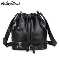 ingrosso borse di cuoio delle donne di stile del motociclo-NIGEDU Sacchetto di spalla delle donne di stile di roccia Punk rivetto borse messenger PU Borse in pelle Designer femminile Secchiello del motociclo Totes nero # 227717