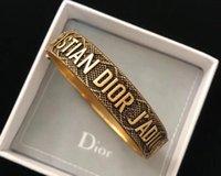 ingrosso braccialetto delle lettere dei monili-Retro Look Gold Jewelry Desginer Donna Bangles Classic Letters Charm Bracciali Bangle Lettera Buckle Bracelet Bracciali stile nuovo
