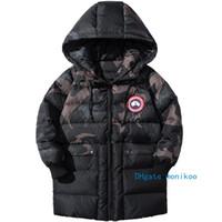 linha do casaco venda por atacado-2019 Crianças Designer Casacos de Inverno Estilo Na Moda Meninos Long Down Jacket Jacket Cuff Militar Verde Camuflagem Fibra Bile Interna Meninos Casacos