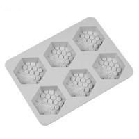 moules à la main achat en gros de-6 grille main moules à savon gris Silicome résistant à la chaleur en nid d'abeille en forme de moules de cuisson manuels vente chaude 10 68js E1