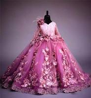 uzun sürpriz çiçek kız elbisesi toptan satış-Yeni Varış Uzun Kollu Çiçek Kız Elbise Fuşya 3D Çiçekler Prenses Parti Kıyafeti Lüks Balo Kız Örgün Düğün Pageat Elbiseler