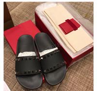 erkekler kaygan ayakkabıları takılıyor toptan satış-Erkekler Kadınlar Kutusu ile Terlik Lüks Tasarımcı Bayanlar Plaj Terlik Gelgit Erkek Perçin Saplama Terlik kaymaz Deri Erkek Casual Spike Ayakkabı