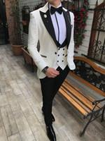 şampanya düğün smokinleri toptan satış-Erkek takımları 3 adet Slim Fit İş Resmi akşam yemeği Parti Düğün takım için Damat Şampanya Noble Gri Beyaz Smokin Suits (Blazer + Pantolon + Yelek)