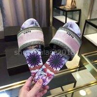 buenas chanclas al por mayor-Zapatillas de diseñador de lujo de París, sandalias de verano agradables, zapatillas de playa, zapatillas para mujer, chanclas, mocasines, cuero, color floral con caja