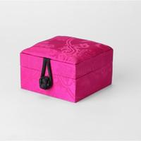 chinesischen holz schmuckschatulle großhandel-Natürliche Mulberry Silk Chinesischen Schmuck Geschenk Box Holz Platz Ring Armband Aufbewahrungsbox High End Luxus Verpackung Box 9x9x6 cm