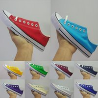 precio de zapatos de lona blanca al por mayor-¡Nuevo precio promocional de la fábrica 2019! Zapatos de lona para mujeres y hombres estilo bajo clásico negro blanco zapatillas de deporte casuales zapatos de lona 35-44
