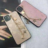 autocollants pomme chinoise achat en gros de-1pc de luxe de cas d'or Bracelets marque Iphone 11 Pro MAX 7 8 Accessoires de téléphone cellulaire PU Cases en cuir