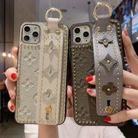 caso dos dedos 3d venda por atacado-Moda Rivet Dedo Phone Case Strap Band para IPhone 11 Pro 11Pro X Xs Max Xr 8 8plus 7 7plus 6 6s Mais de flor de couro Capa traseira 3D