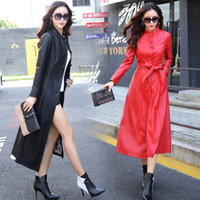 trinchera de abrigos al por mayor-Imitación de las mujeres chaqueta de cuero chaqueta de otoño invierno de la PU de la ropa del botón del cinturón elegante coreano Slim Fit larga trinchera abrigo cazadora LJJA2548