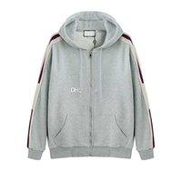 zip up hoodies für frauen großhandel-Grau Luxus Italien Designer Fashion Brand New Hooded Zip-up-Sweatshirt mit Logo-Streifen Herren Hoodies Damen Sweatshirts Herren Bekleidung