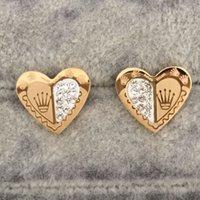 klasik tarz küpeler toptan satış-Yeni En Kaliteli Klasik Stil Ünlü Tasarımcı Kalp Aşk Kulak Çiviler Lüks Mektubu Altın Kaplama Paslanmaz Çelik Küpe Kadınlar Için