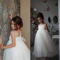 şirin dantel çiçek kız elbiseleri toptan satış-Ucuz Beyaz Dantel Çiçek Kız Elbise Sevimli Aplike Prenses Kız Doğum Günü Partisi Kıyafeti Kız Örgün Gelinlik