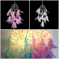 plumas artesanales al por mayor-Iluminación Atrapasueños colgando lámpara LED Pluma Artesanía Wind Chimes Chica Dormitorio Colgante Romántico Decoración Regalo de San Valentín