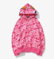 sudadera rosa camuflaje al por mayor-Nuevo patrón para hombre con capucha de diseño Suelta Rosa Azul estampado de camuflaje chaqueta de punto patchwork Full Zip Hoodie APE blanco clásico impresión de logotipo