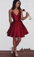 vestidos cortos de dama de honor de vino tinto al por mayor-Vestido de fiesta de raso Vestidos cortos de cóctel simples vestidos de espagueti Vestido de fiesta Una línea de vino Vestido de dama de honor rojo por encargo