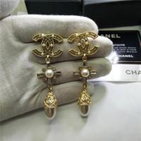 yüksek kulak küpeleri toptan satış-Tasarımcı üst High-end klasik Marka Harfler Kadınlar Için Inci Küpe Shining Kulak Çıtçıt Düğün Balo Moda Takı