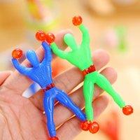 klebrige spielzeugwand groihandel-20pcs Crawler Manspielzeug Lustige Sticky Wall Climbing Flip Spiderman Hochzeit Kid Partei-Bevorzugung Witze Spielzeug Klassisches Spielzeug zufällige Farbe