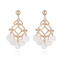 gelin küpeler altın tasarlar toptan satış-Moda Egzotik Kültür Beyaz Kabuk Tasarım Küpe Kadın Kızlar Damızlık Gümüş Altın Renk Abartılı Kişilik Takı Gelin Aksesuarları