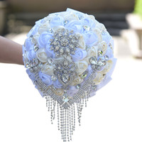 maßgeschneiderte brosche großhandel-2019 Neues Design Handgefertigte Rose Blumen Brautsträuße Brautjungfern Handholds Customized Bouquet Manuelle Holding Bling Bling Kristall Brosche