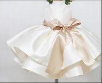 görüntüler yaylar toptan satış-Cate Işık Şampanya Saten Bebekler Çiçek Kız Elbise Basamaklı Fırfır TuTu Bebek Kıyafeti Gerçek Görüntü Çay Boyu Pageant Yay Ile Elbise