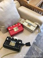 sacs à main fille perles achat en gros de-En gros En Cuir Véritable Designer Sacs À Main Fourre-Tout Filles Femmes Sacs À Bandoulière Chaîne De Perle Rivets Mode Loisirs Petite Fête Livraison Gratuite