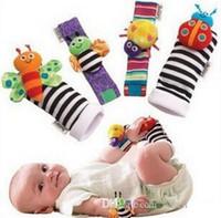 buscador de lamaze al por mayor-2017 Recién llegado sozzy Buscador de pies de sonajero de muñeca Juguetes para bebés Calcetines de sonajero de bebé Lamaze Plush Wrist Rattle + Foot Baby Socks 1000pcs