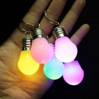 jouet led led achat en gros de-Changement de couleur LED Light Mini ampoule torche deux porte-clés perles rgb lampe pendentif porte-clés pour les jouets de Noël MMA1483-1