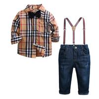ropa de caballero al por mayor-Ropa de bebé Ropa de bebé Ropa de otoño Traje de caballero + Pajarita + Suspender pantalones 2pcs Trajes 0602036
