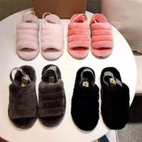zapatos unisex para damas al por mayor-Slip unisex UG Botas Mujeres Hombres Diseño peludo zapatillas de piel diapositivas en los zapatos de los holgazanes Marca invierno de las señoras sandalias nieve Chunky Zapatilla de arranque C71908