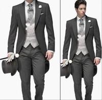 gri ustura stilleri toptan satış-Koyu Gri Damat Smokin 2019 Tepe Yaka Custom Made erkek Takım Elbise Sabah Tarzı Sağdıç Düğün Takım Elbise Balo Suits (ceket + Pantolon + Kravat + Yelek)
